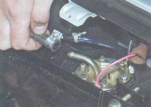 статья про замена датчика указателя уровня топлива (ДУТ) на автомобиле ВАЗ 2106