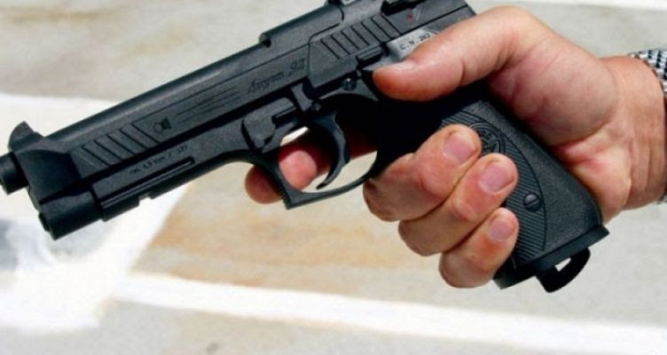 Σοβαρό επεισόδιο σε ουζερί του Αγρινίου – 50χρονος έβγαλε πιστόλι