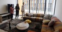 Living Room Pada Apartemen Mewah Izzara di TB Simatupang