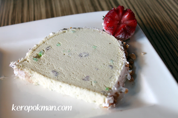 Christmas Ice Cream Log Cake