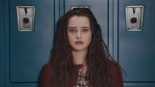 Na série 13 reasons why, Hannah Baker comete suicídio e grava as razões em fitas cassetes. Foto: Netflix/Divulgação