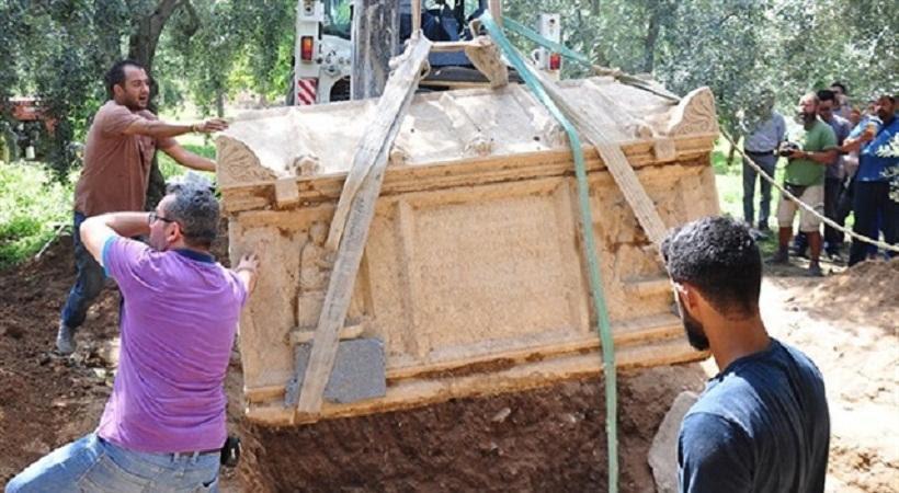 Ανακάλυψαν τρεις αρχαϊκούς τάφους στην Προύσα -Με ανάγλυφα του Θεού Ερωτα (pics)