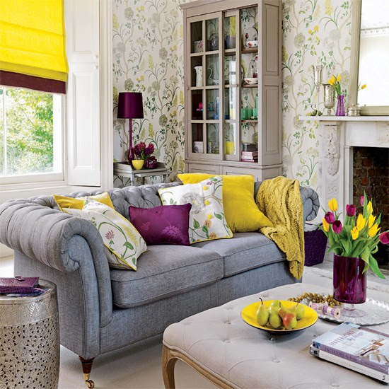 Living room wallpaper with yellow accents | Wallpaper ideas for ...