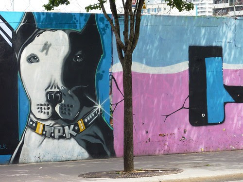 Graffiti art dog, rue Ordener