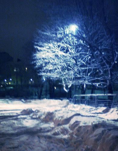 Tehtaanpuisto illalla by Anna Amnell