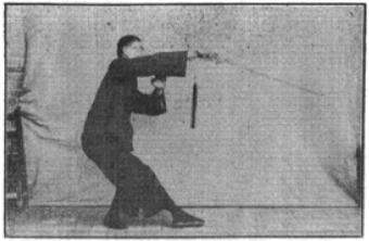 《昆吾劍譜》 李凌霄 (1935) - posture 73