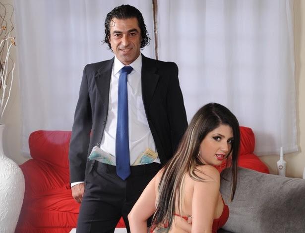 """Big Macky e Britney Bitch """"interpretam"""" deputado e acompanhante de luxo no pornô """"Operação Leva-Jato"""""""