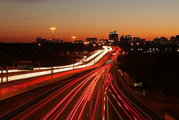 English: Highway 401 westbound from near the H...