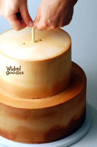 Best 25  Cake dowels ideas on Pinterest   Stacking cakes