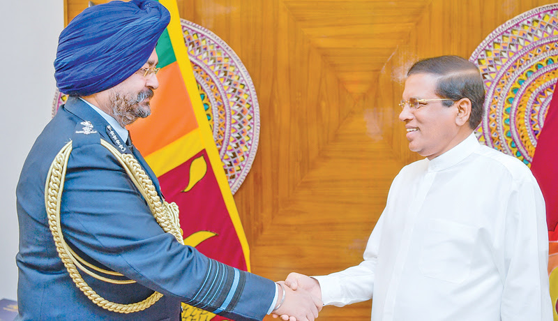 Indian Air Force Commander calls on President