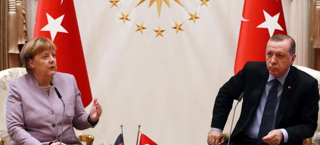 Angela Merkel en compagnie de Recep Tayyip Erdogan à Ankara, jeudi.