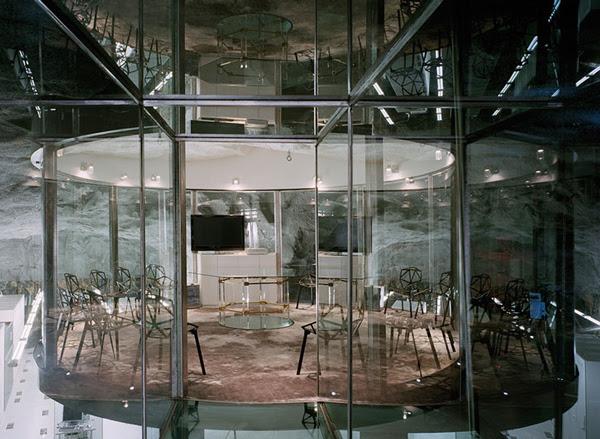 perierga.gr - Ασυνήθιστο γραφείο μέσα σε αντιπυρηνικό καταφύγιο!