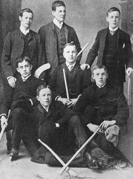 Queen's_University_hockey_club,_champions 1888