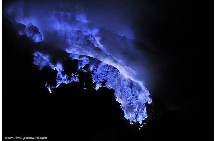 blue_flame_kawah_ijen_volcano_