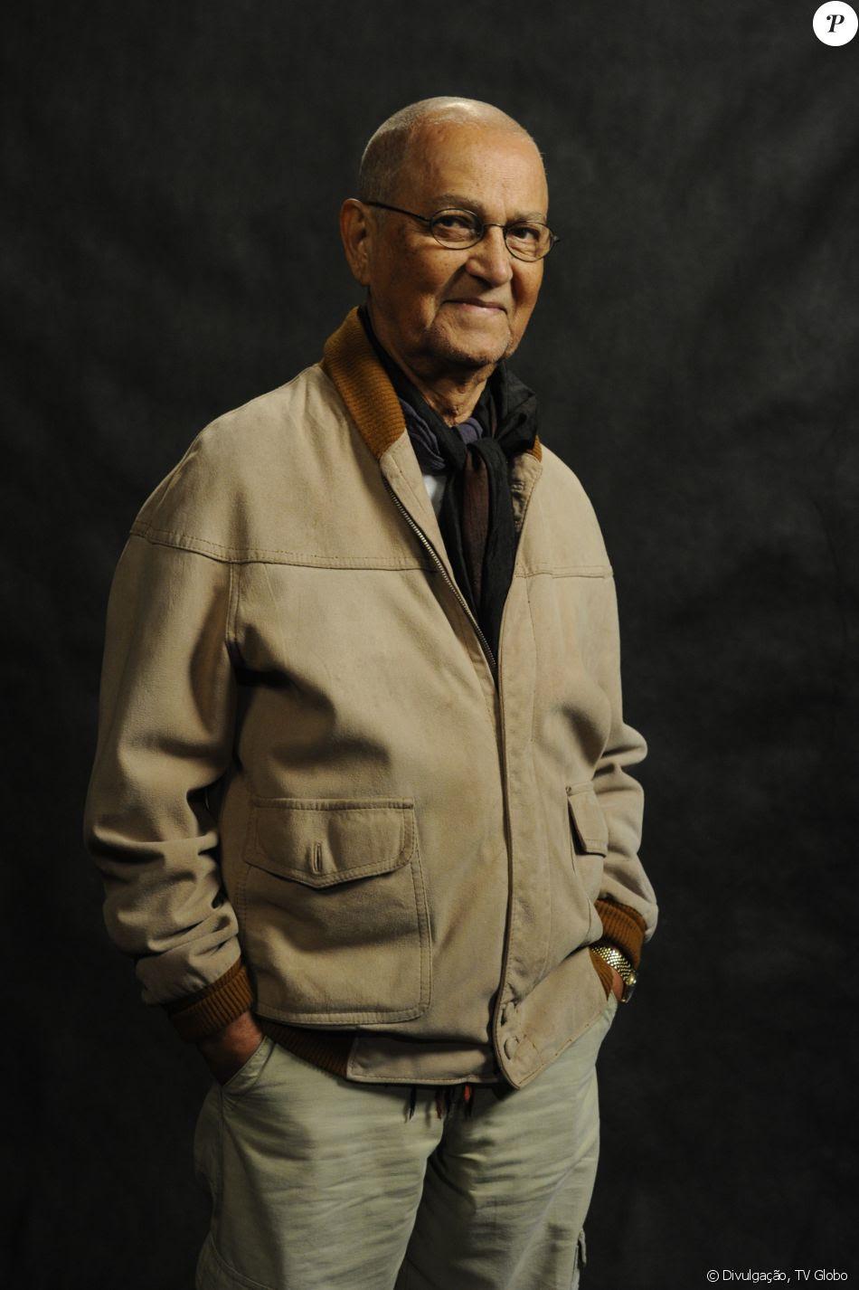 Nelson Xavier morreu aos 75 anos, em Uberlândia, em 9 de maio de 2017, em decorrência de um câncer