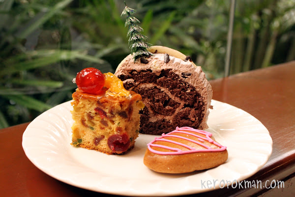 Christmas Log Cake and Christmas Fruit Cake, Ginger Bread