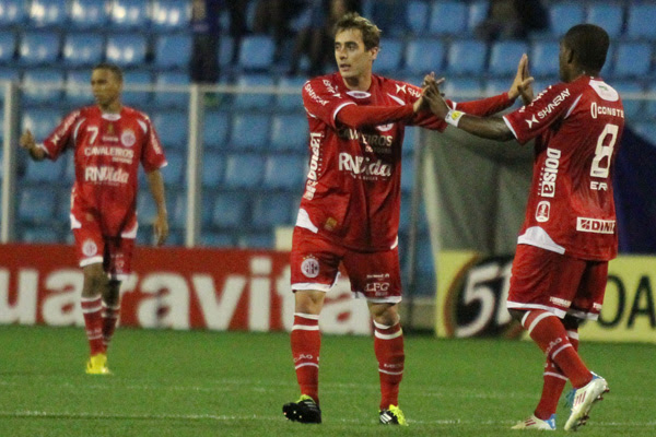 Após sair contundido contra o São Caetano, Netinho passará por exame para saber gravidade da lesão