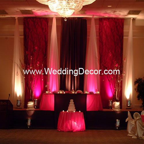 A fuchsia and brown wedding backdrop with matching head table design