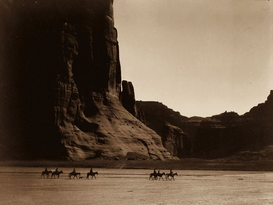 A group of Navajo in the Canyon de Chelly, Arizona, 1904