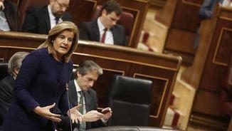Fátima Báñez s'explica en la sessió de control del Congrés d'aquest matí (EFE)