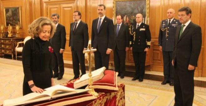 La fiscal general del Estado, Consuelo Madrigal, promete su cargo ante el rey.- CASA REAL