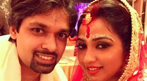 Singer Shreya Ghoshal ties the knot with beau Shiladitya