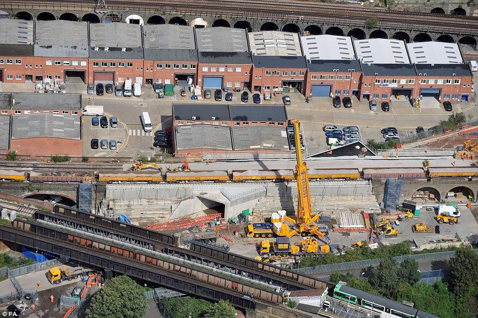 Μια εικόνα που δείχνει το Bermondsey μικρή είσοδο της σήραγγας - τρένα θα τρέξει από το Λονδίνο κάθε δύο με τρία λεπτά και να βελτιωθούν οι συνδέσεις με περισσότερους προορισμούς