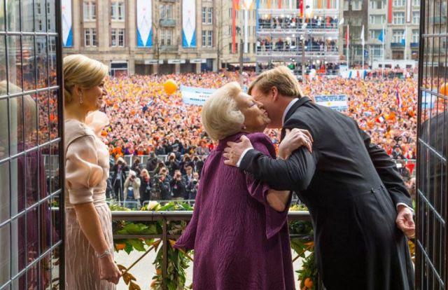 Balcony Appearance - Queen Beatrix Abdication and King Willem Alexander Investiture