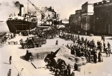 File:Albania, April 1939, Italian soldiers disembarking from ships.jpg