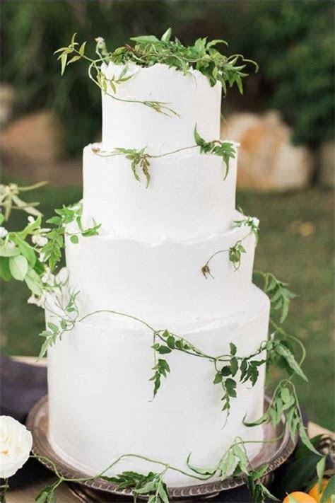 35 Fabulous Winter Wedding Cakes We Love   Deer Pearl Flowers