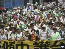 Taiwan's former Vice-President Annette Lu, centre, leads thousands of opposition protesters in a mass rally in Taipei, Taiwan, 17 May 2009