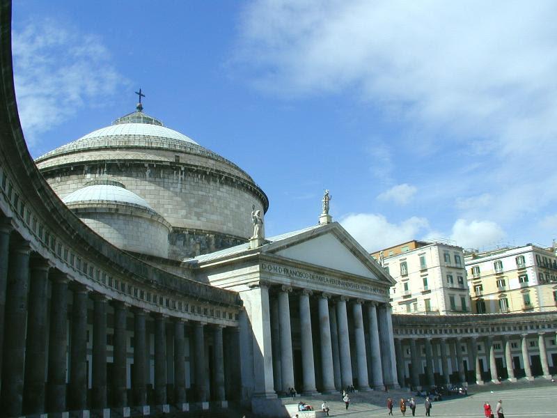 Archivo: Napoli piazza plebiscito.JPG