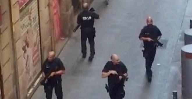Las imágenes del atropello en el centro de Barcelona. / EFE