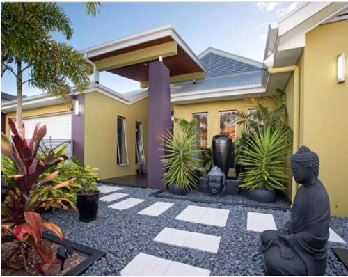 Contoh Desain Taman Depan Rumah dengan sentuhan etnik (Realestate)