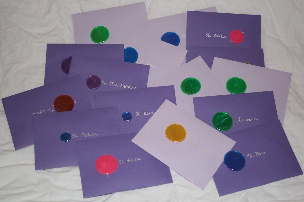 Pakket i konvolutter og klare til utdeling!!!