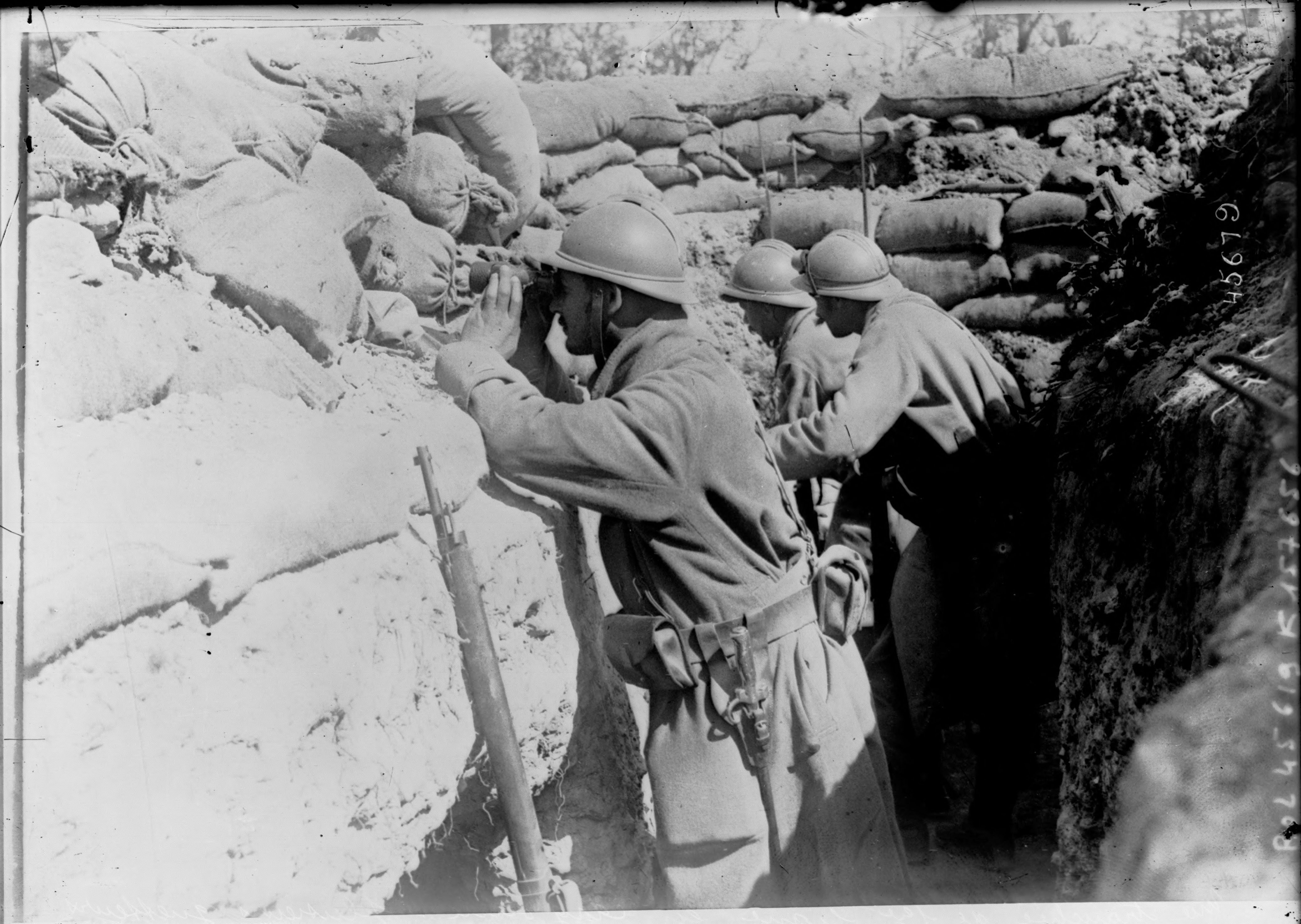 Agence Rol: French soldiers in Argonne trenches