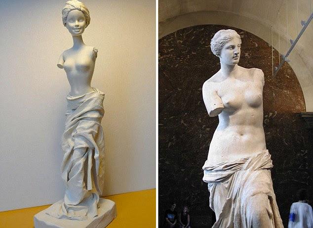 Going Greek: Ms Grivaud diz que pode demorar uma hora a vários dias para recriar a obra de arte icónica com um toque lúdico Barbie, que é mostrado nesta recriação de Vênus de Milo, uma das obras mais famosas da escultura grega antiga