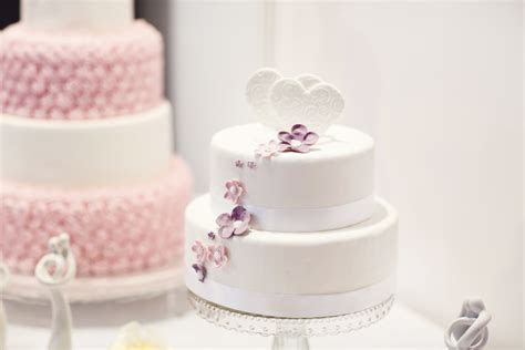 Simple budget wedding cake ideas   Easy Weddings UK