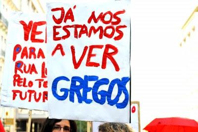 A resistência dos gregos ao caminho da austeridade imposta pela troika merece a nossa solidariedade, dizem trinta personaldades da política e cultura portuguesa