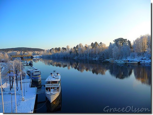 Boat reflecting on the lake