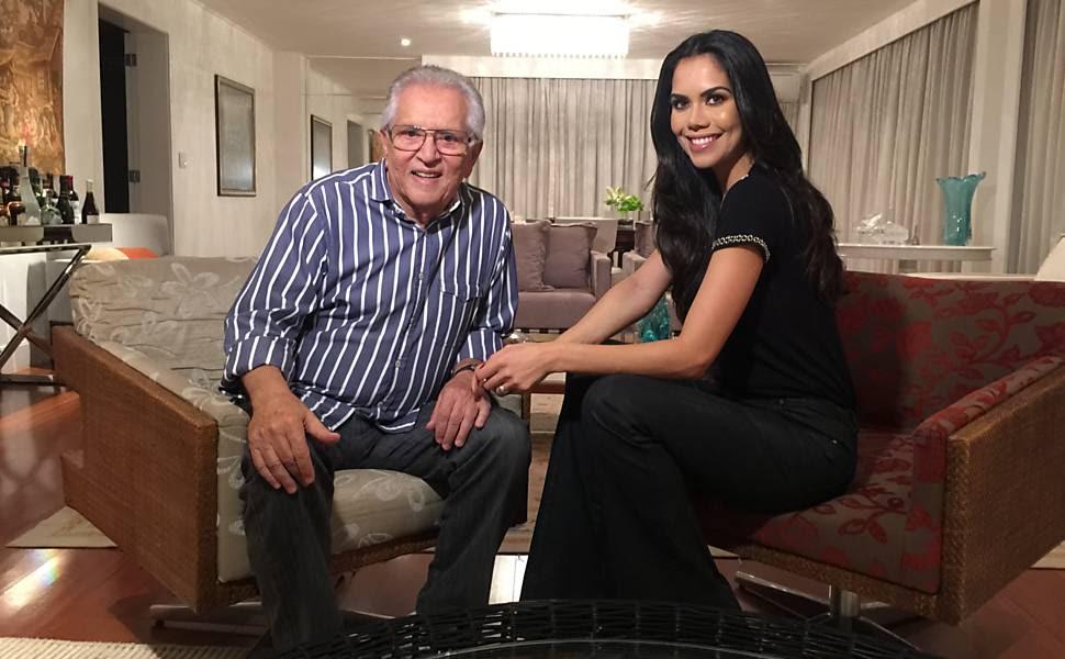 "Carlos Alberto de Nóbrega dá entrevista a Daniele Albuquerque, do ""Sensacional"", da RedeTV!"