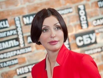 Жену Яценюка Терезаю оштрафовали за пользование мобильным за рулем