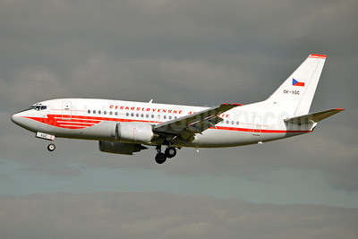 Ceskoslovenske Aerolinie (CSA-Czech Airlines) Boeing 737-55S OK-XGC (msn 26541) (red 1957 retrojet) BRU (Karl Cornil). Image: 909233.