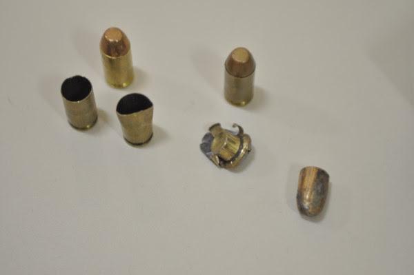 Cápsulas de pistola ponto 40, de uso restrito da polícia, foram encontradas no local do crime