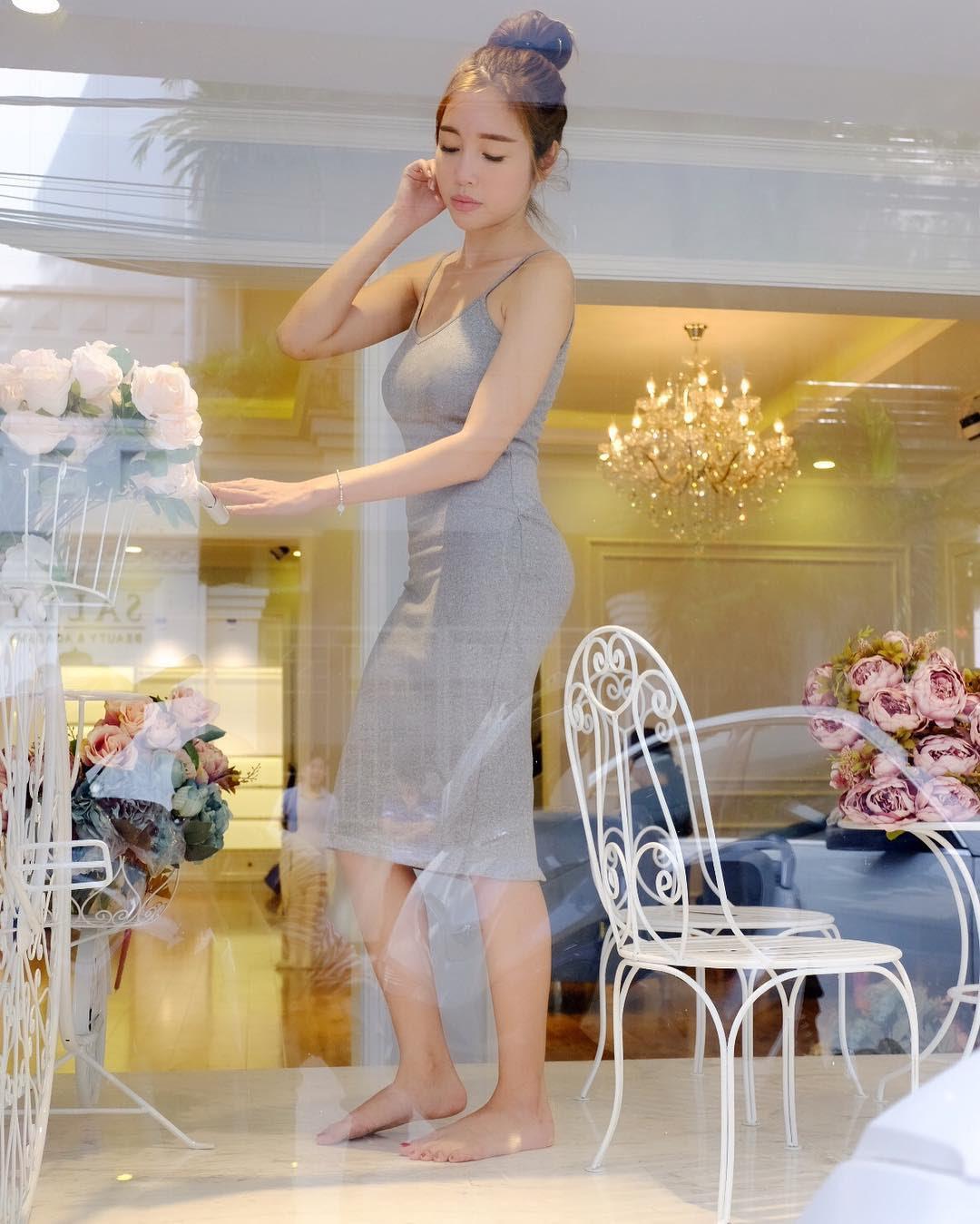 Elly Trần đáp trả tin đồn dùng nội y độn vòng ba sexy - 4