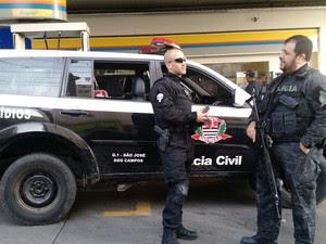 Polícia prendeu jovem suspeito de roubar apartamentos de luxo em São José (Foto: Divulgação/Polícia Civil)