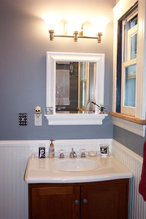 Sink w/ mirror
