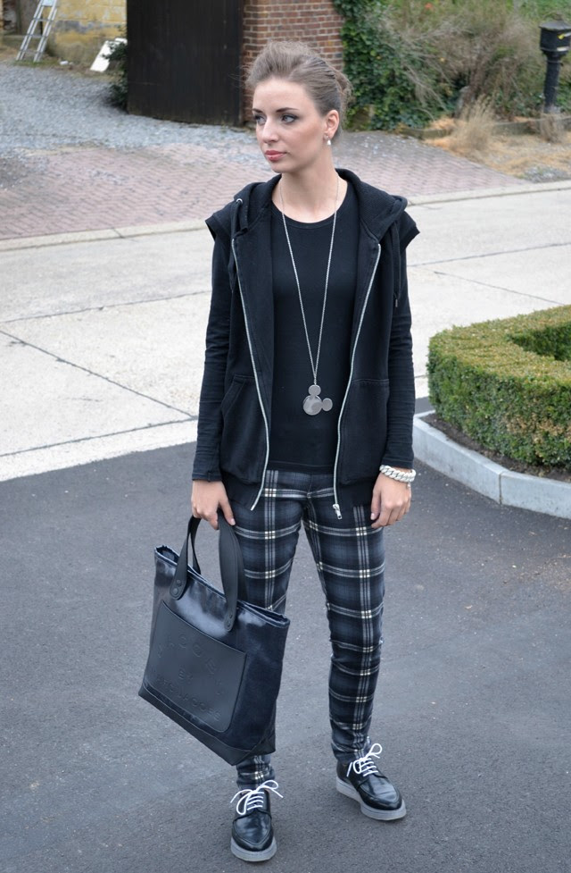 mango collection fall autumn winter 2013 2014 check tartan h&m divided boyfriend waistcoat hooded vest zara trf transparent derby shoes marc by marc jacobs special item bracelet bag denim coated princess dot kandee johnson outfit outfitpost fashion blogger turn it inside out belgium