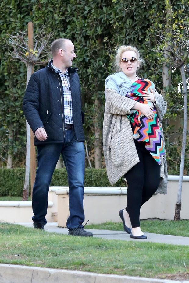 Adele com o filho (Foto: Agência/ Grosby Group)