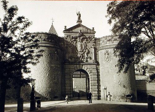 Puerta de Bisagra de Toledo a principios del siglo XX